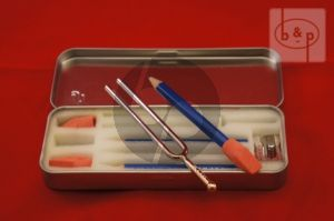 Box Schrijfset 3 Potloden plus Gum-Stemvork en Puntenslijper